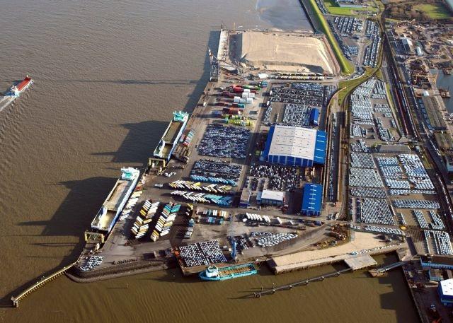 Cuxhaven Port im Hintergrund LP 4
